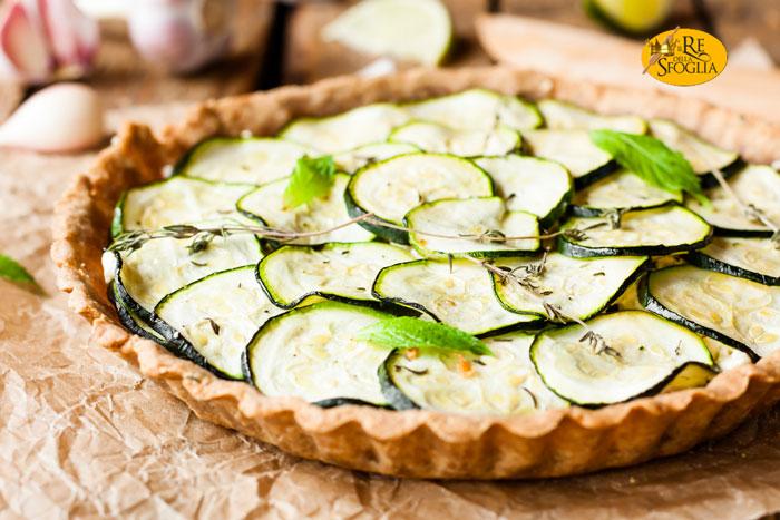 Torta salata di zucchine facile e gustosa re della sfoglia - Cena tra amici cosa cucinare ...